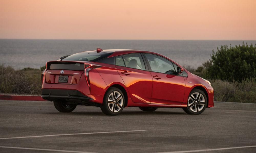 2016-Toyota-Prius-Hybrid-3