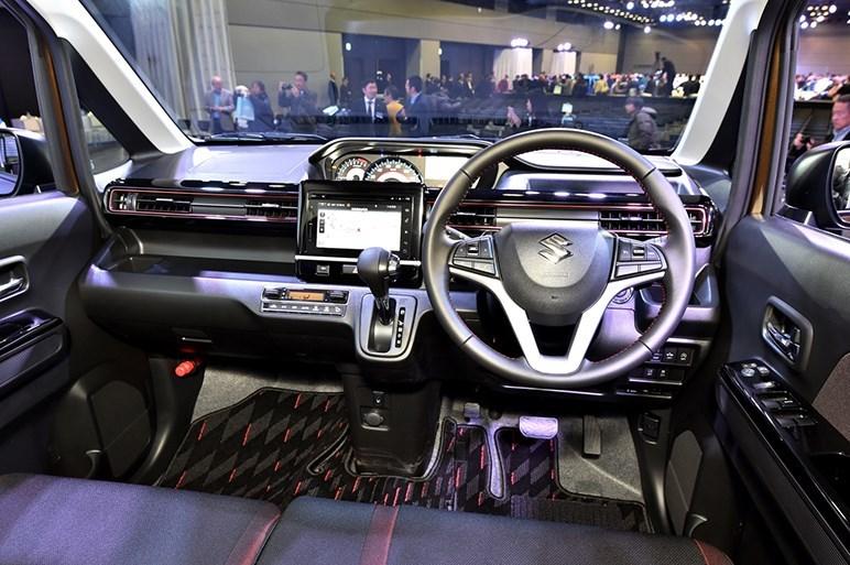2017-Suzuki-WagonR-Stingray-interior