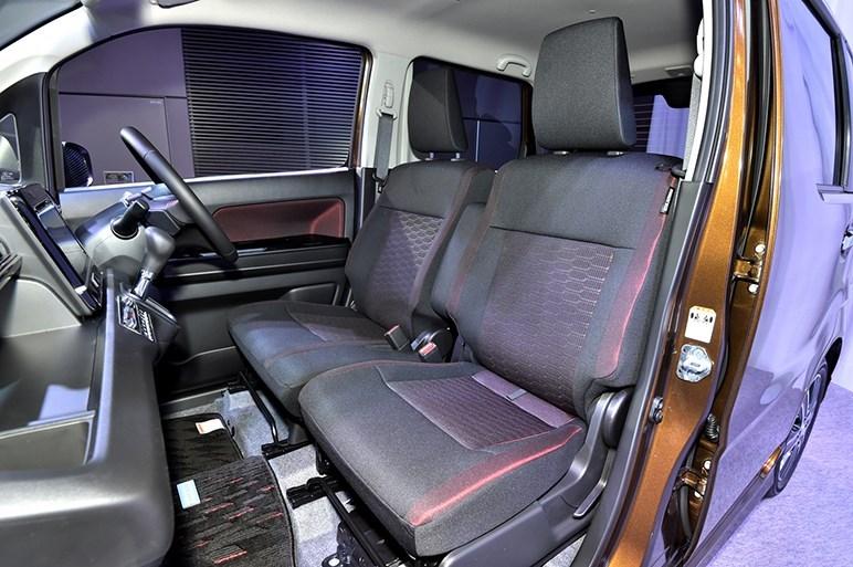 2017-Suzuki-WagonR-Stingray-interior3