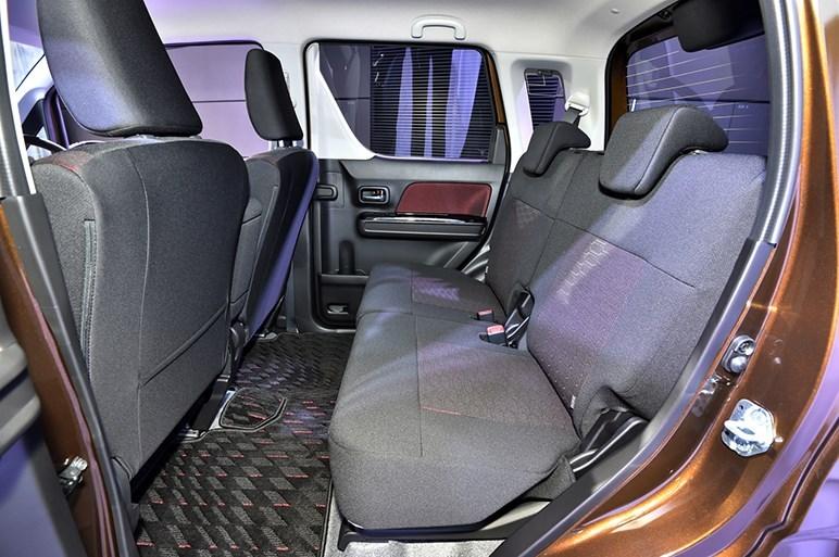2017-Suzuki-WagonR-Stingray-interior4