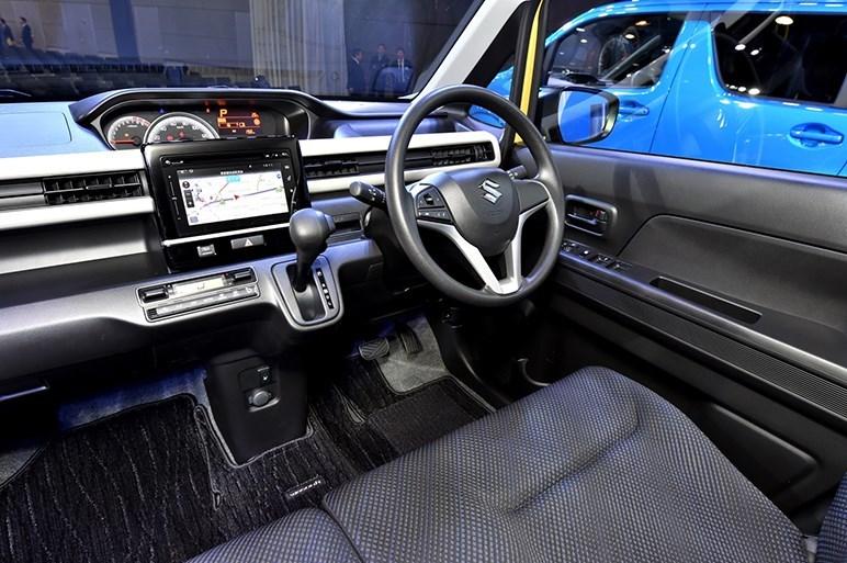 2017-Suzuki-WagonR-interior