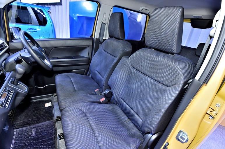 2017-Suzuki-WagonR-interior3