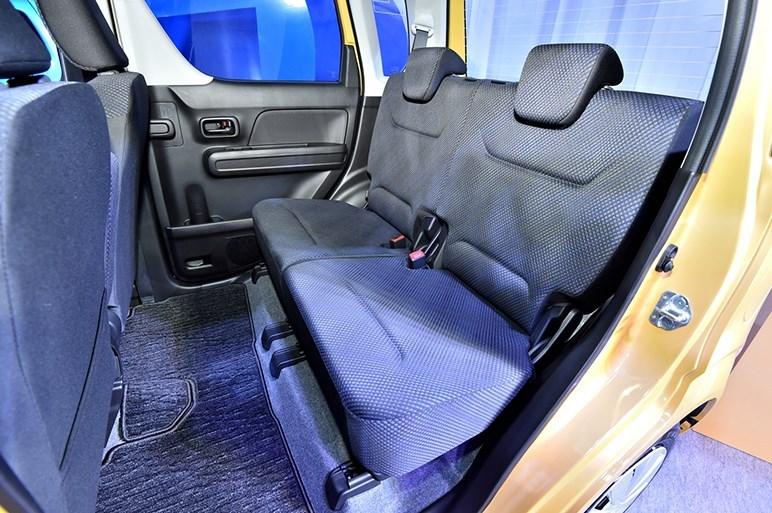 2017-Suzuki-WagonR-interior4