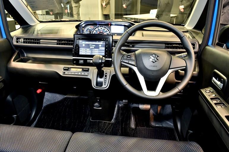 2017-Suzuki-WagonR-interior5