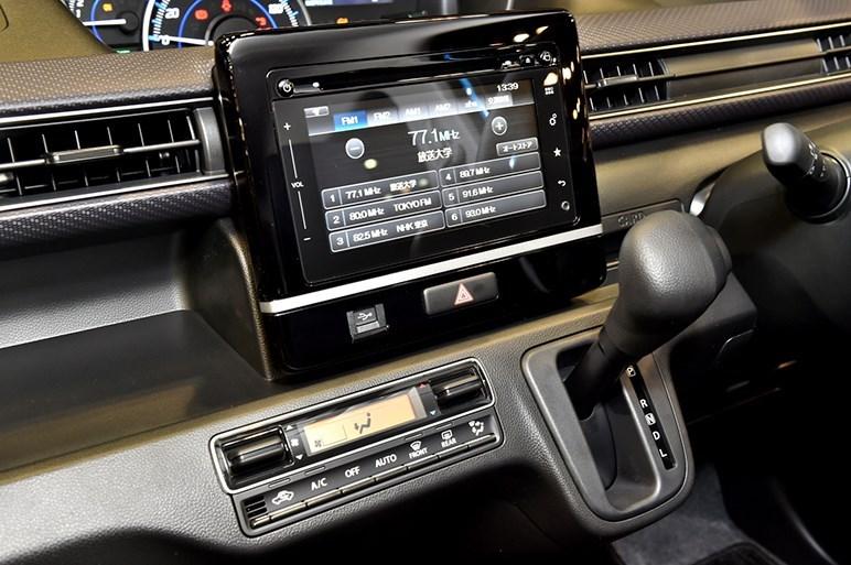 2017-Suzuki-WagonR-interior6