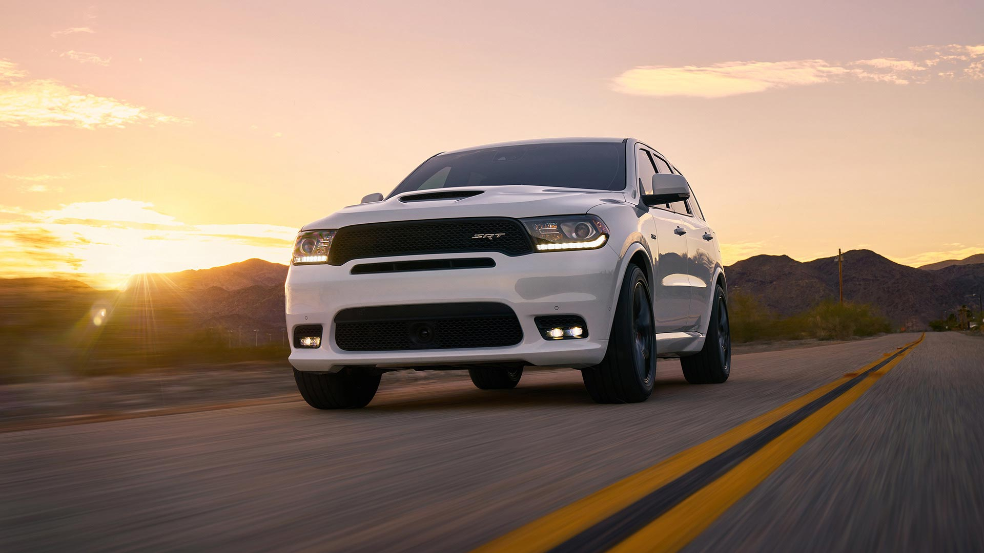 three row 2018 dodge durango srt does 0 60 in 4 4 seconds autodevot. Black Bedroom Furniture Sets. Home Design Ideas