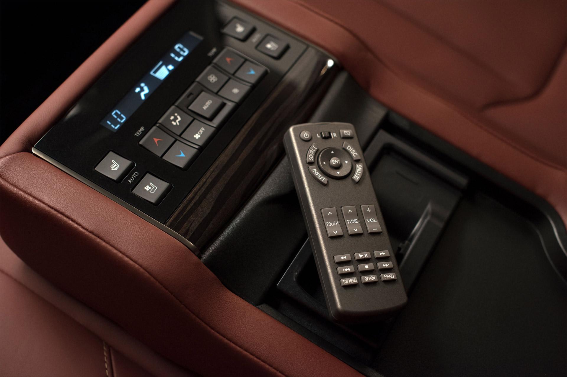Lexus_LX_570-interior-2