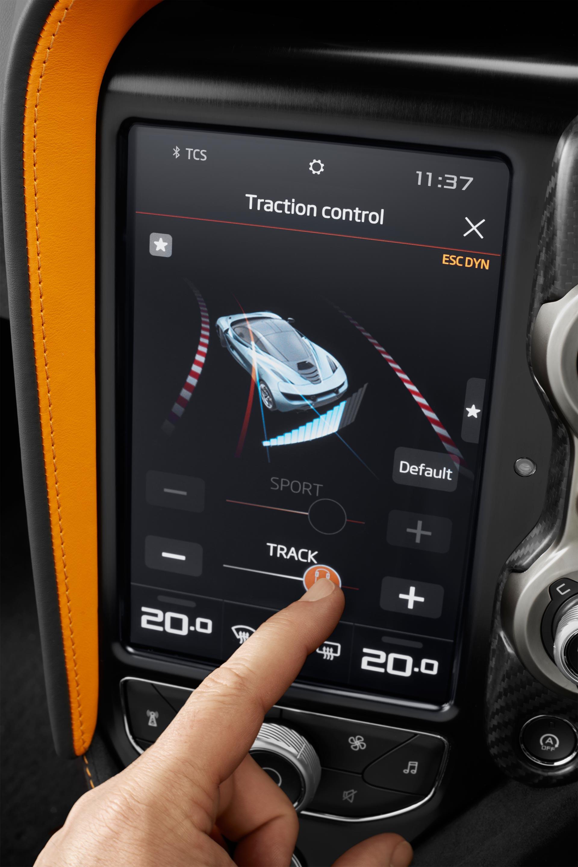 McLaren-720S-interior-7