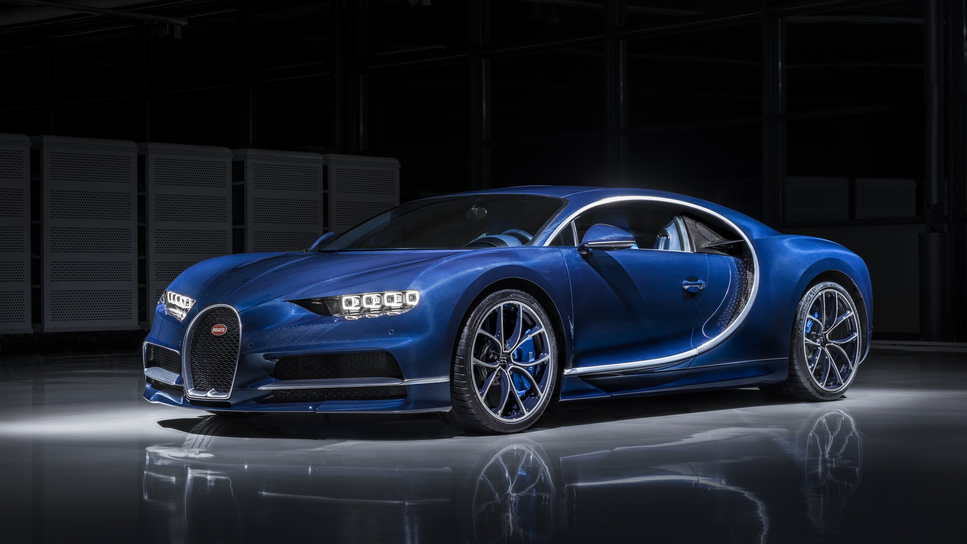 bugatti chiron in 39 bleu royal 39 exposed carbon fibre will. Black Bedroom Furniture Sets. Home Design Ideas