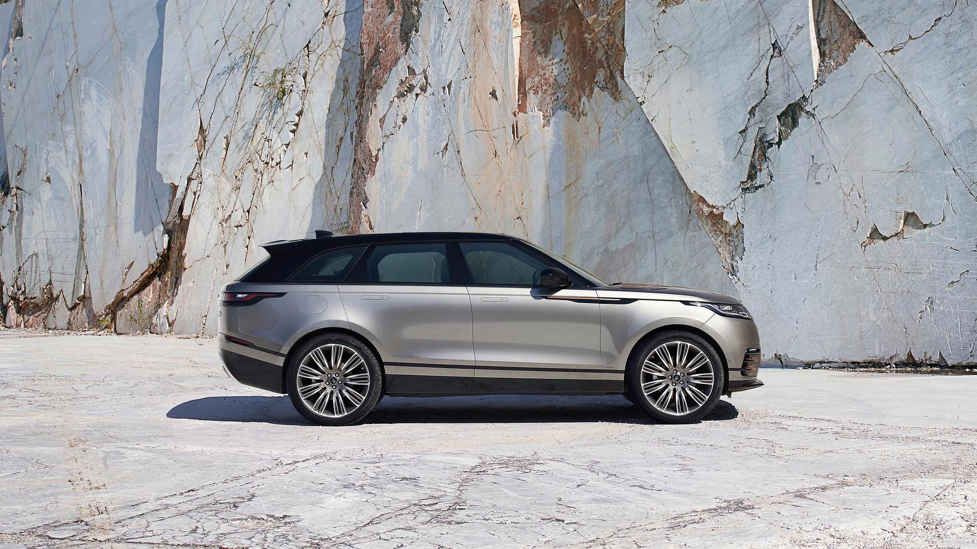 range rover velar unveiled priced at 44 830 otr autodevot. Black Bedroom Furniture Sets. Home Design Ideas