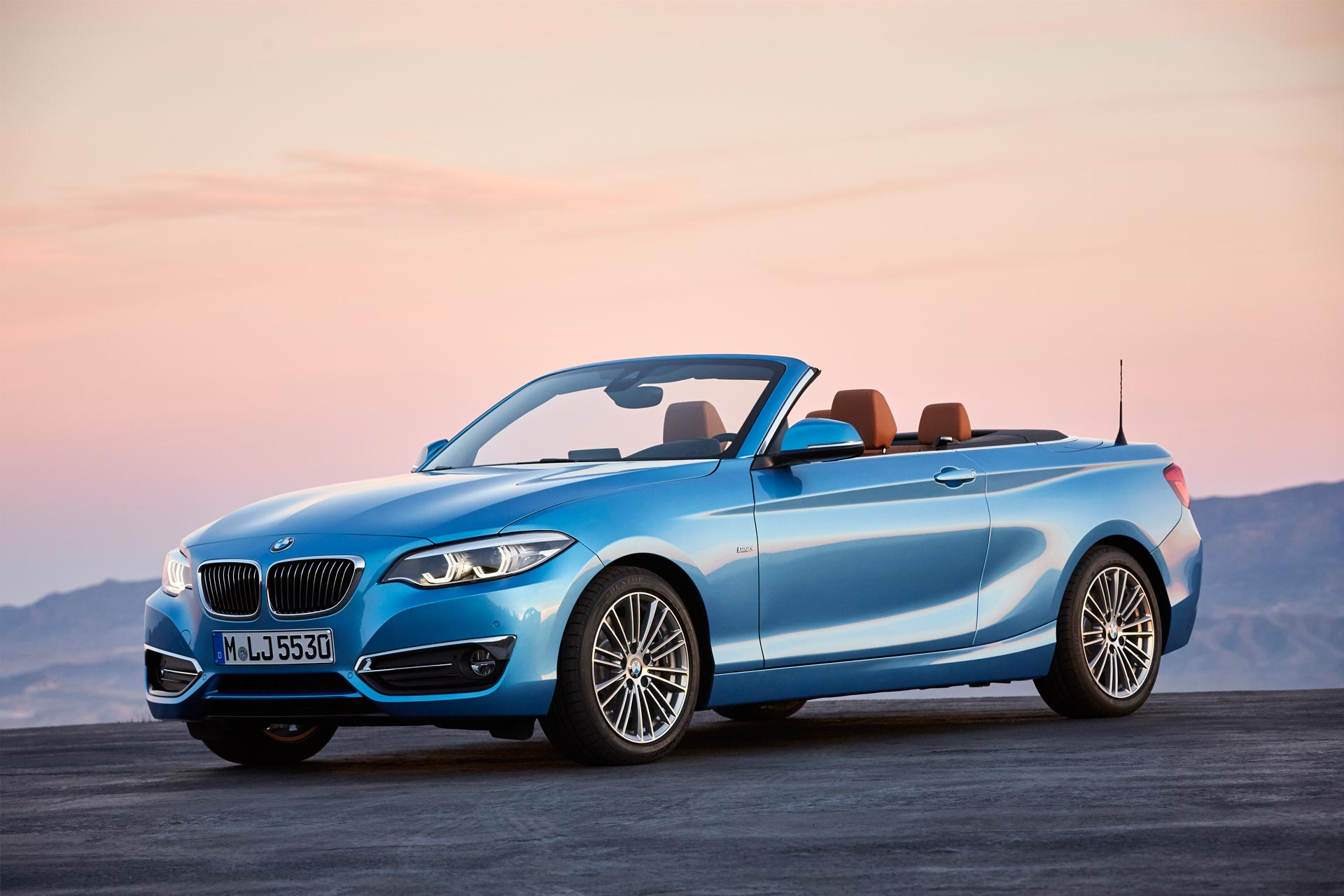 bmw 2 series coupe and convertible facelift unveiled. Black Bedroom Furniture Sets. Home Design Ideas