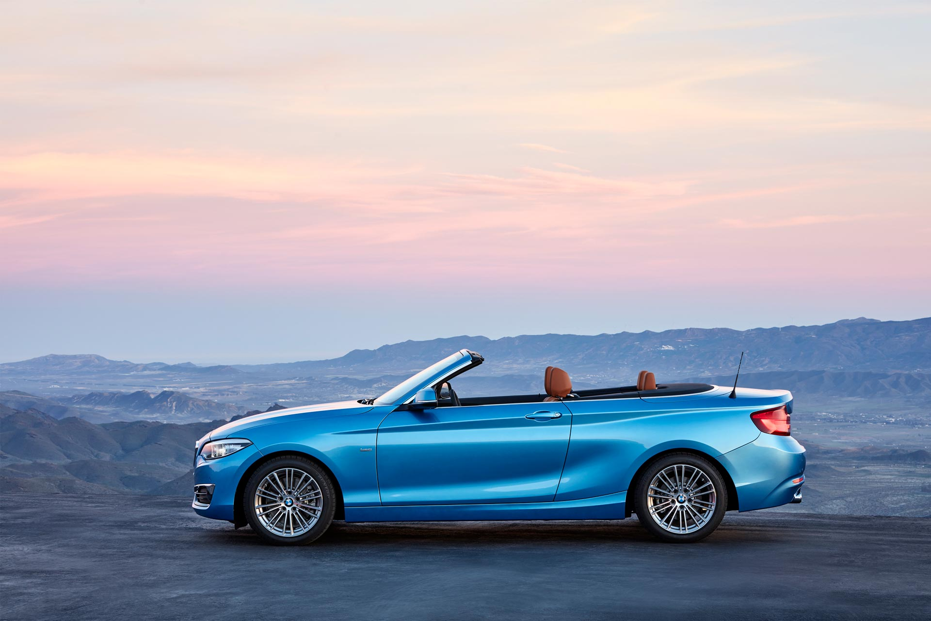 bmw 2 series coupe and convertible facelift unveiled autodevot. Black Bedroom Furniture Sets. Home Design Ideas