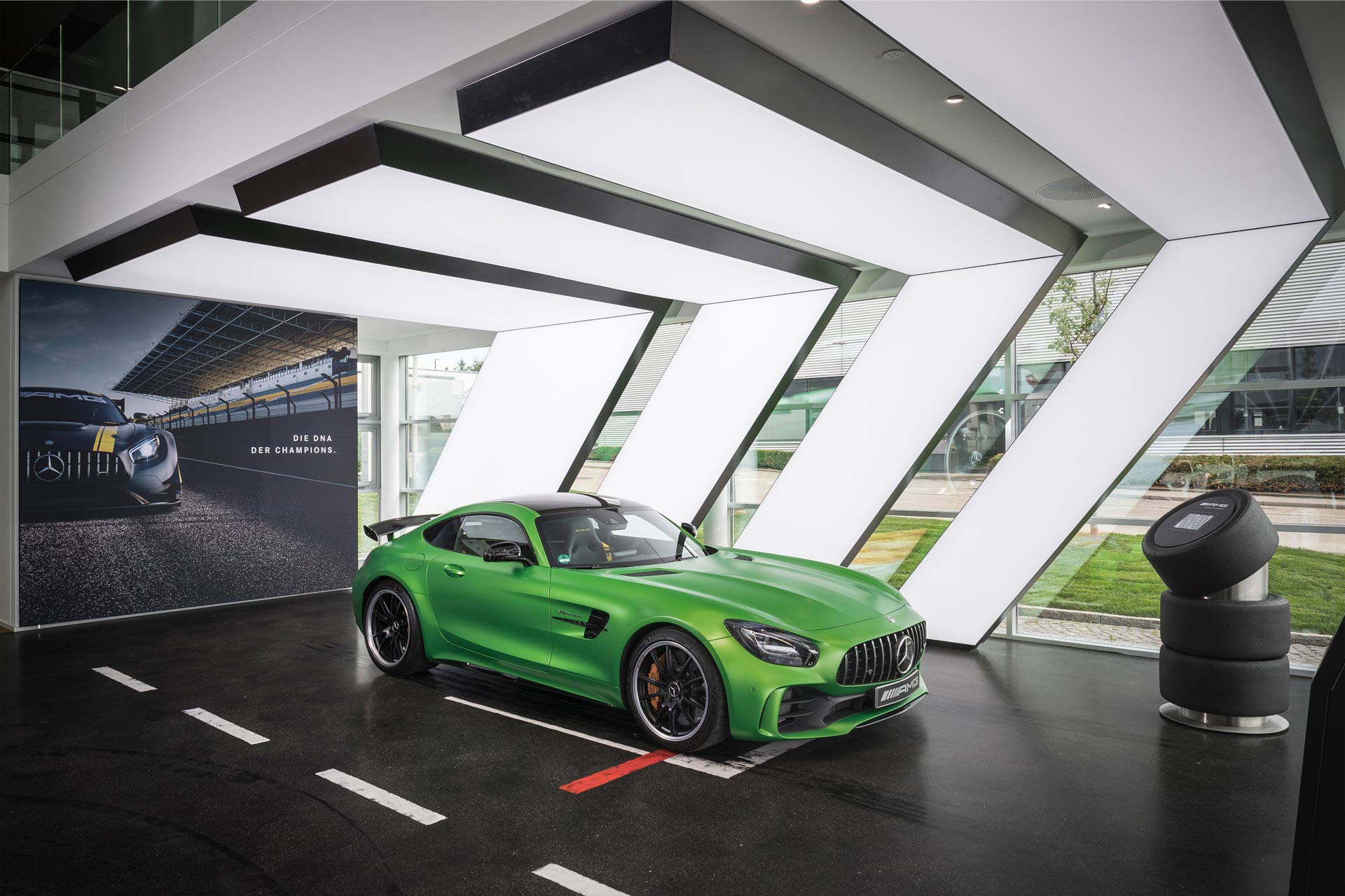 Mercedes-AMG-Showroom-Affalterbach-3