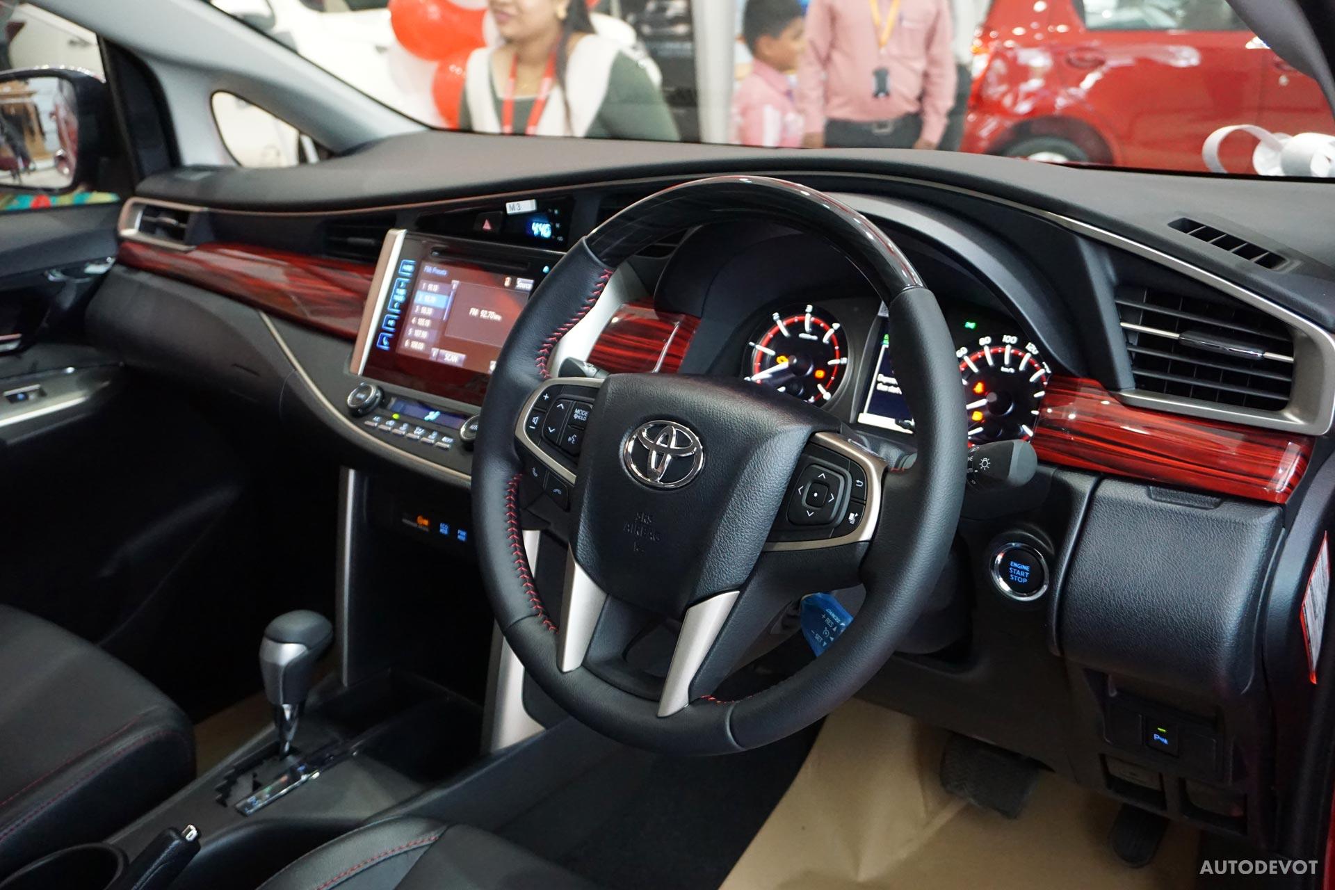 Toyota-Innova-Touring-Sport-interior