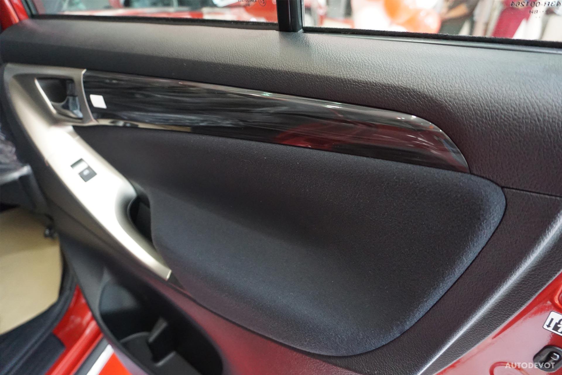 Toyota-Innova-Touring-Sport-interior-3