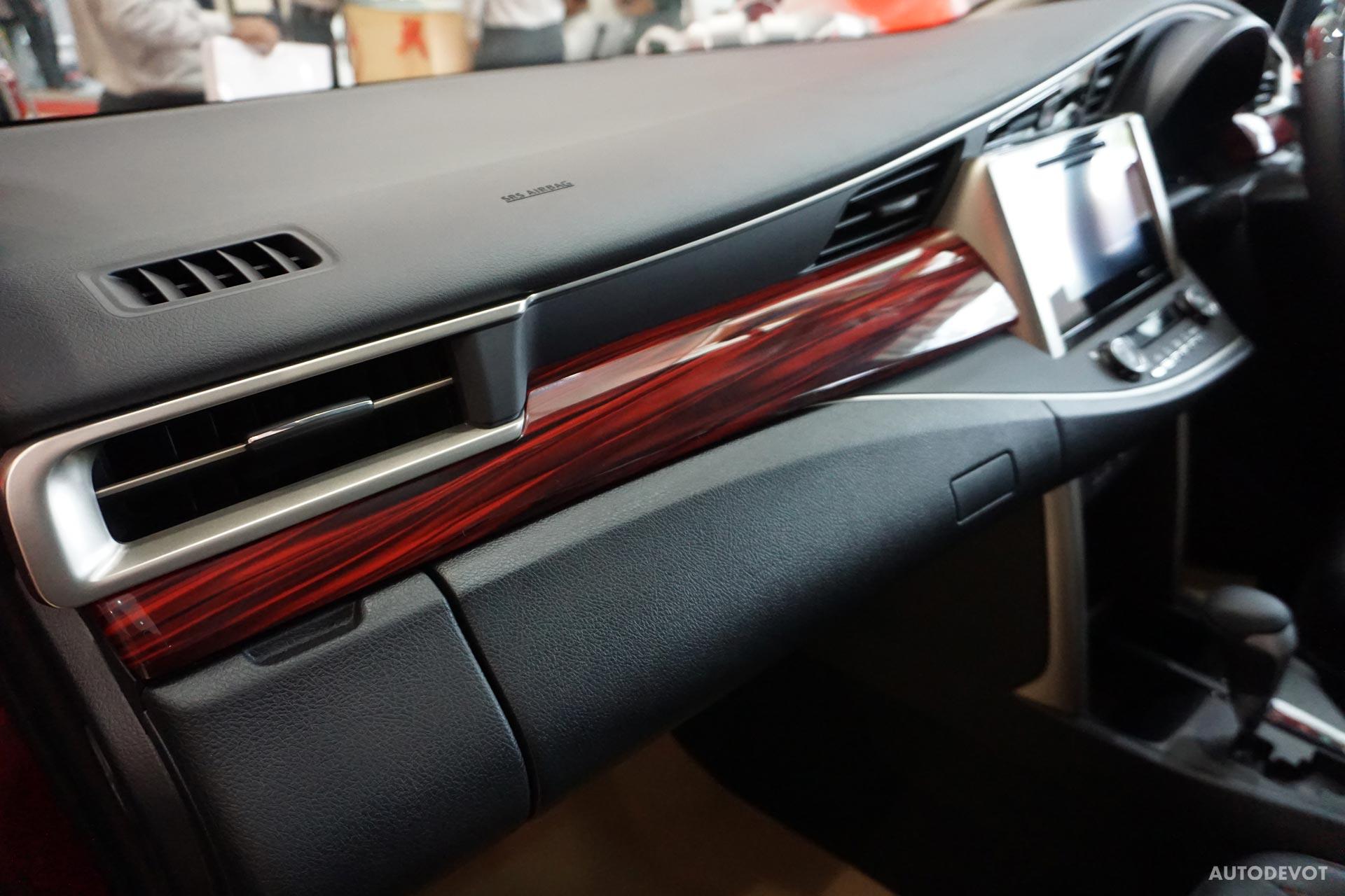 Toyota-Innova-Touring-Sport-interior-6