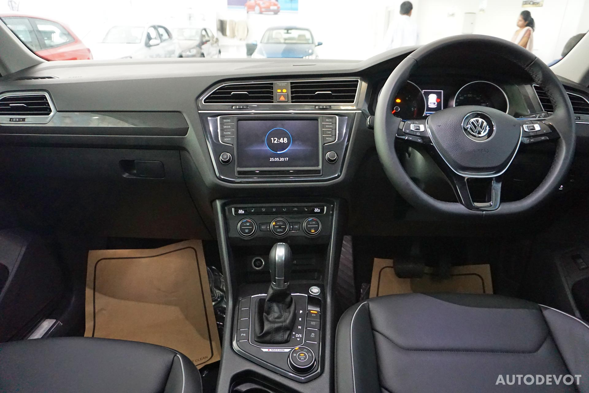 Volkswagen-Tiguan-India-interior-18