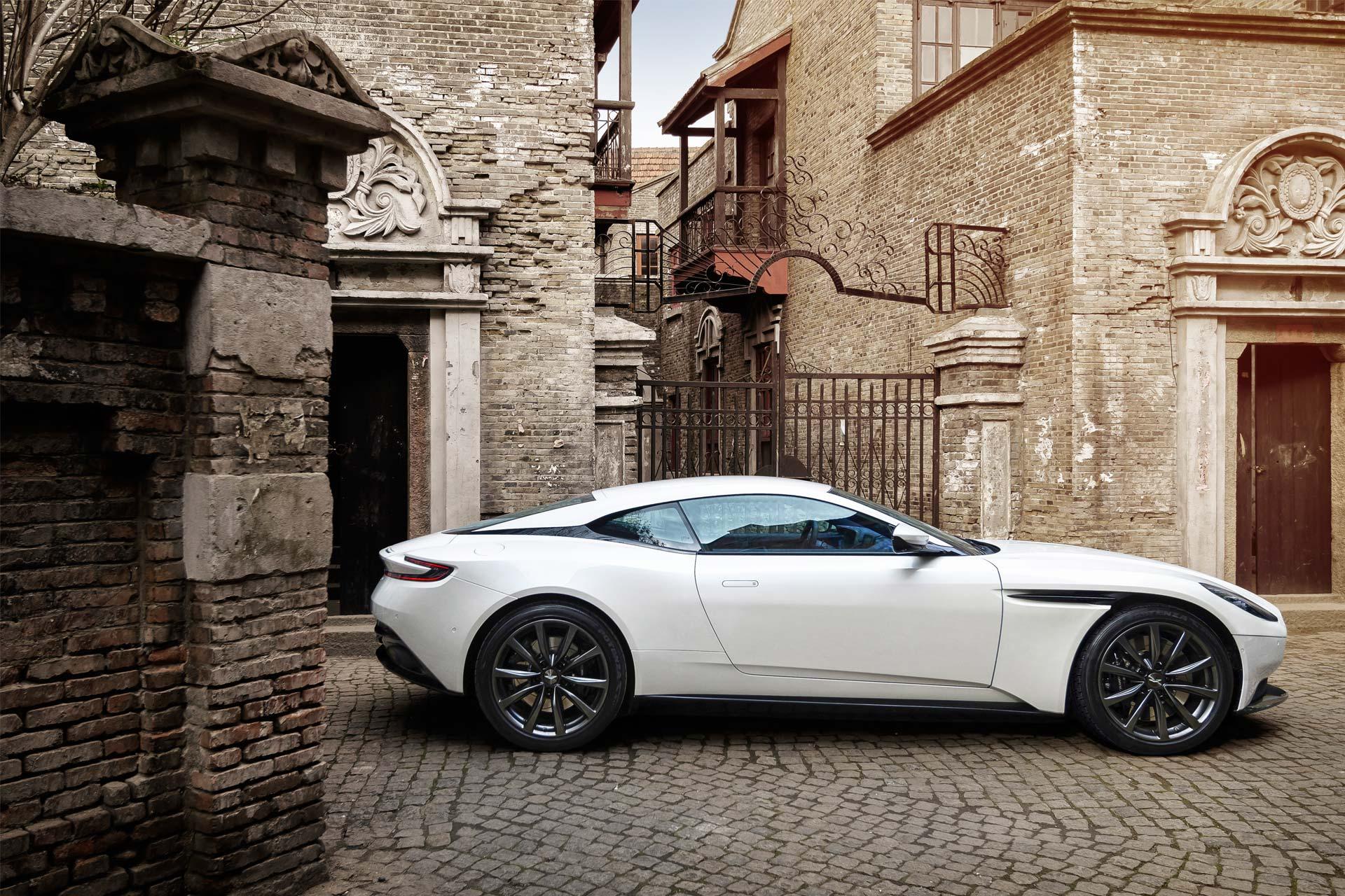 Aston-Martin-DB11-4.0-V8-2