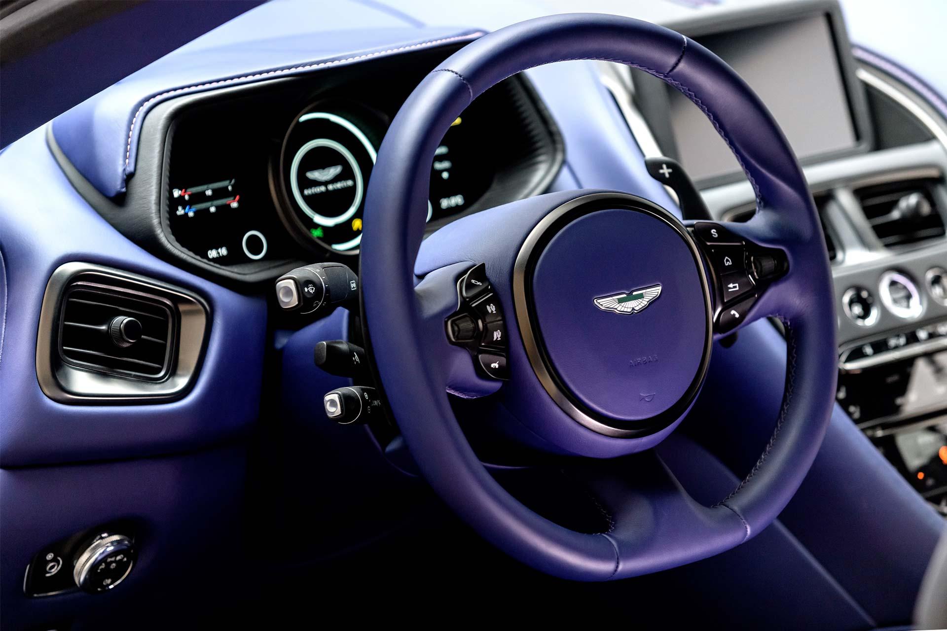 Aston-Martin-DB11-4.0-V8-interior-2