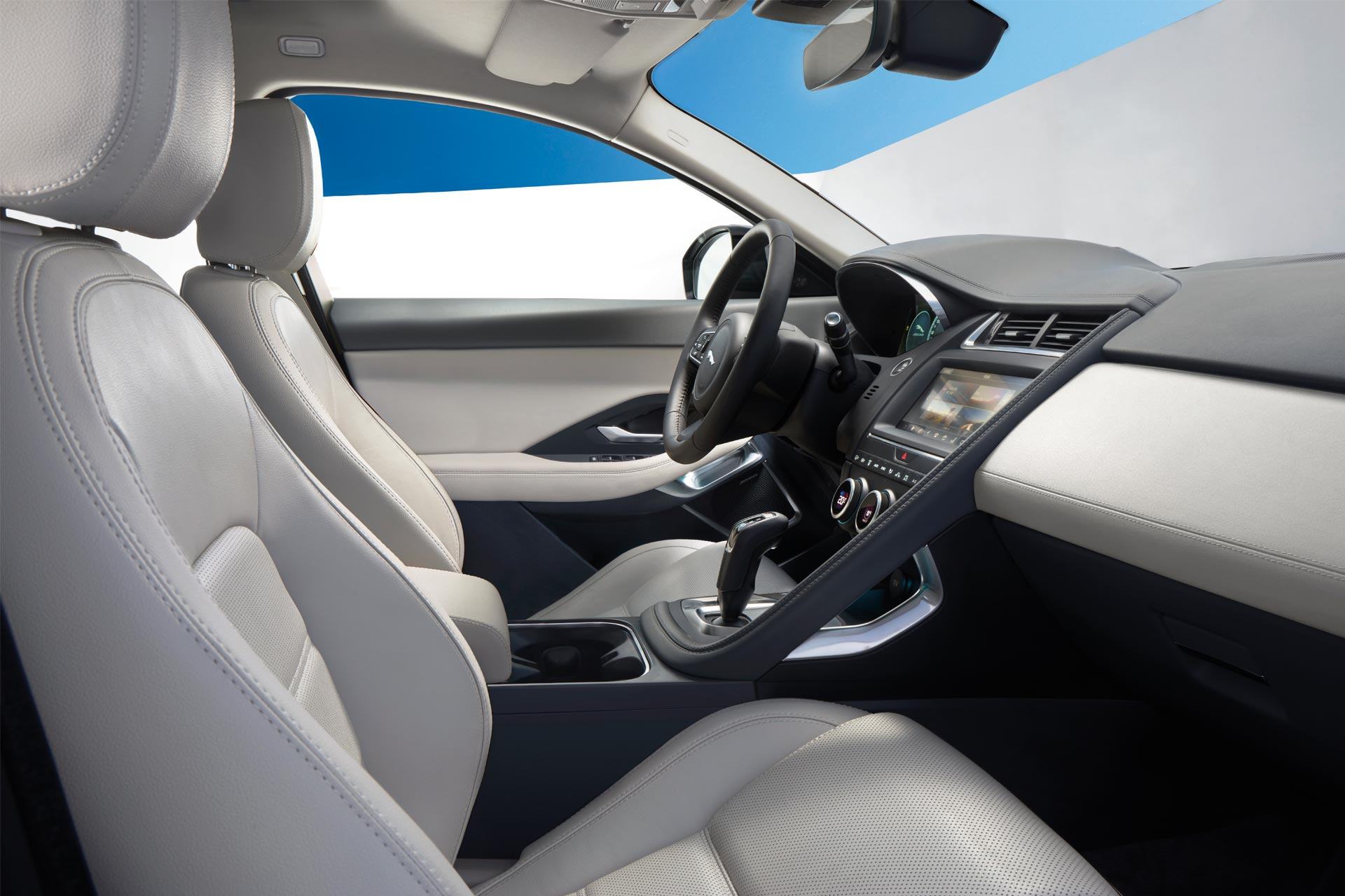 Jaguar-E-Pace-interior_4