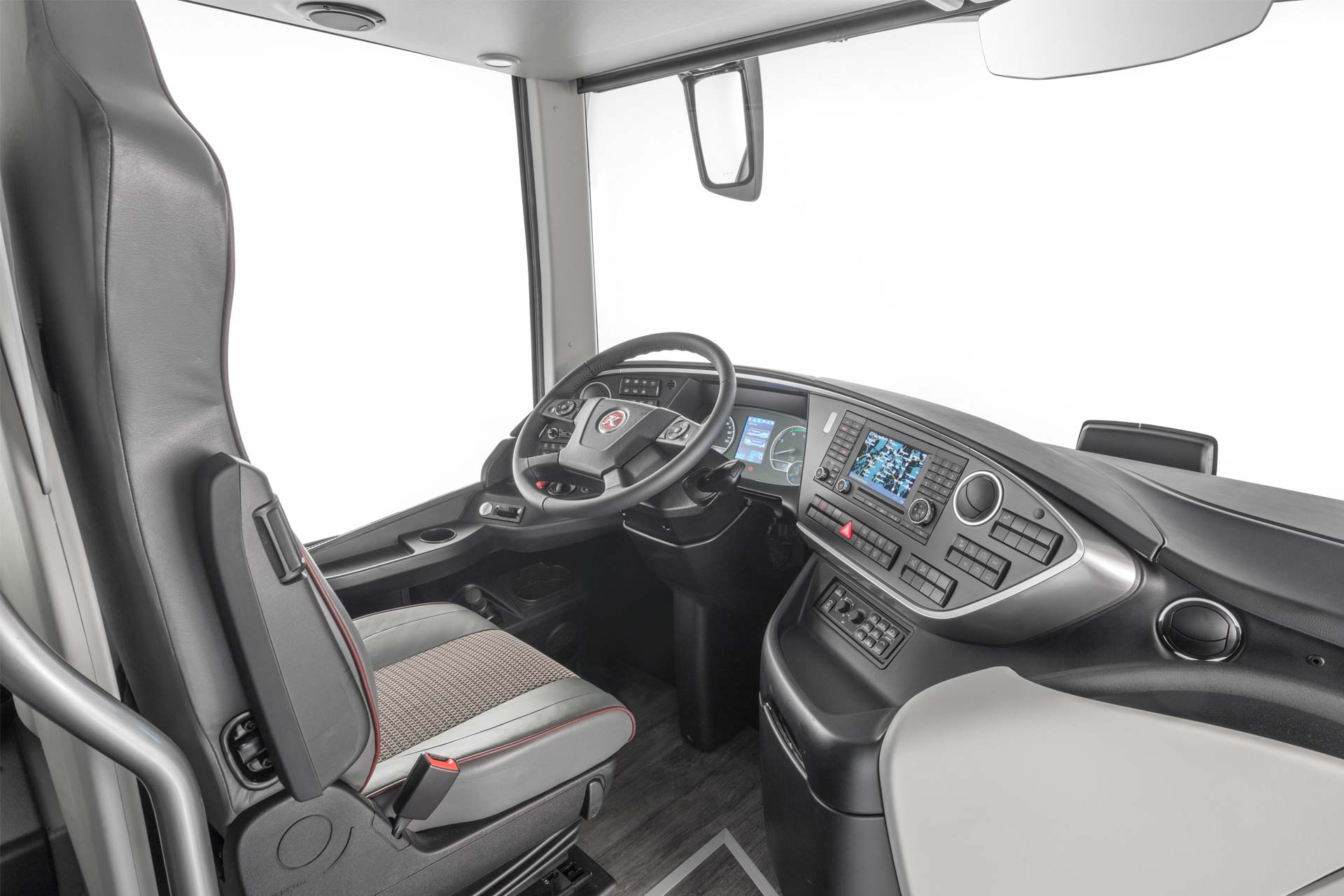 Setra S 531 DT double-decker premieres in Stuttgart - Autodevot