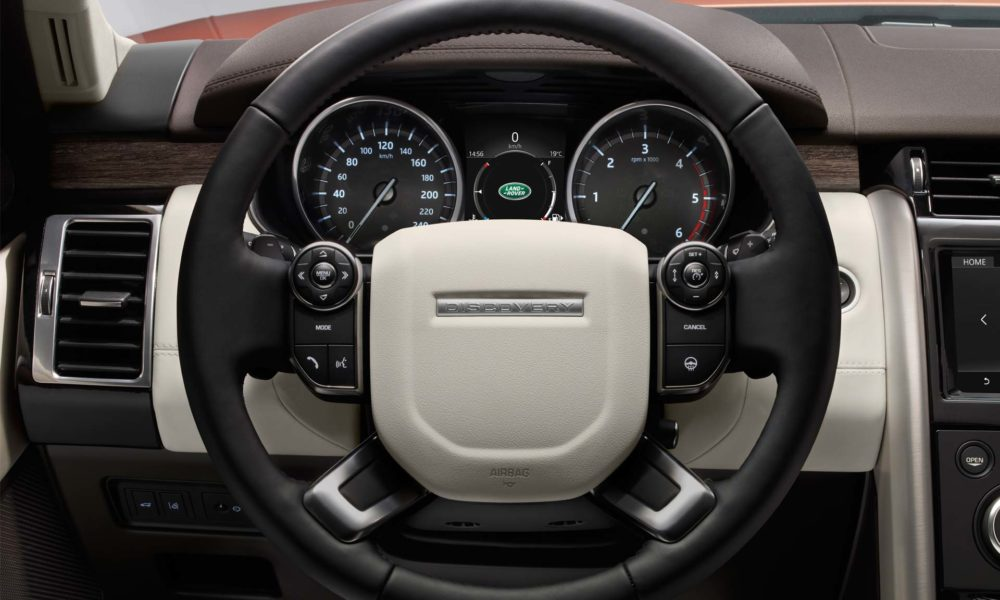 2017-Land-Rover-Discovery-interior_4