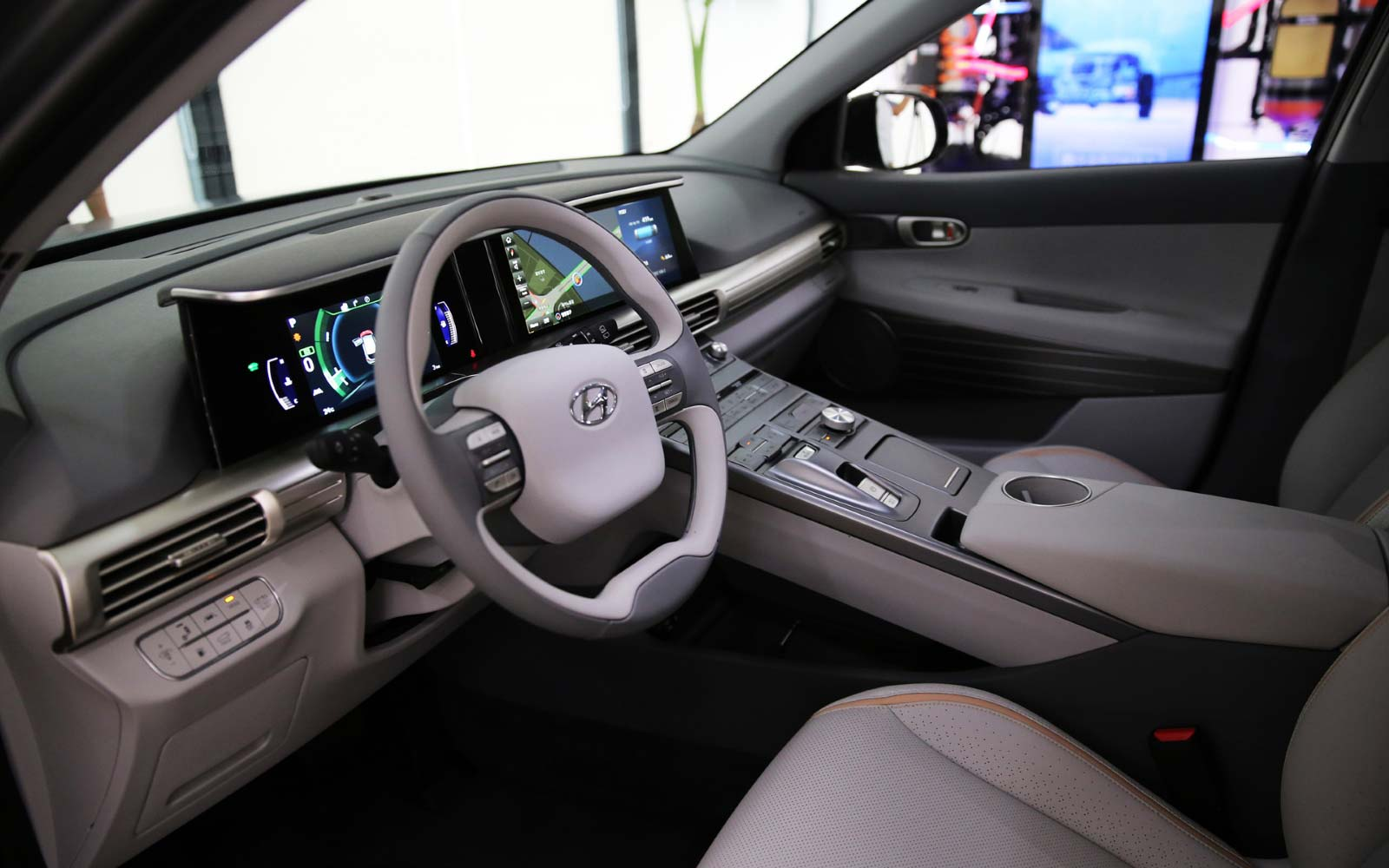 2017-hyundai-next-gen-fuel-cell-suv-interior