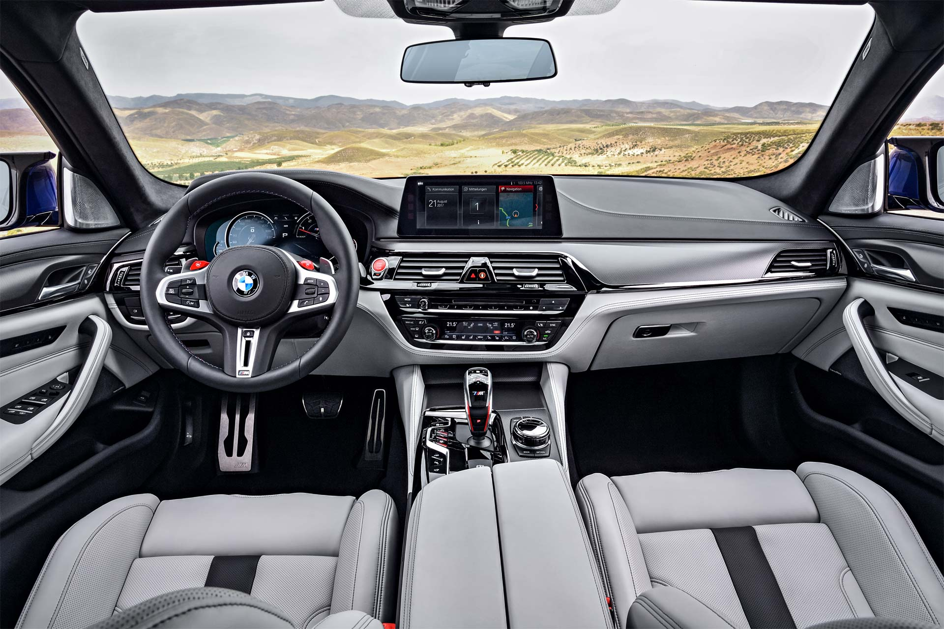 2018-BMW-M5-interior