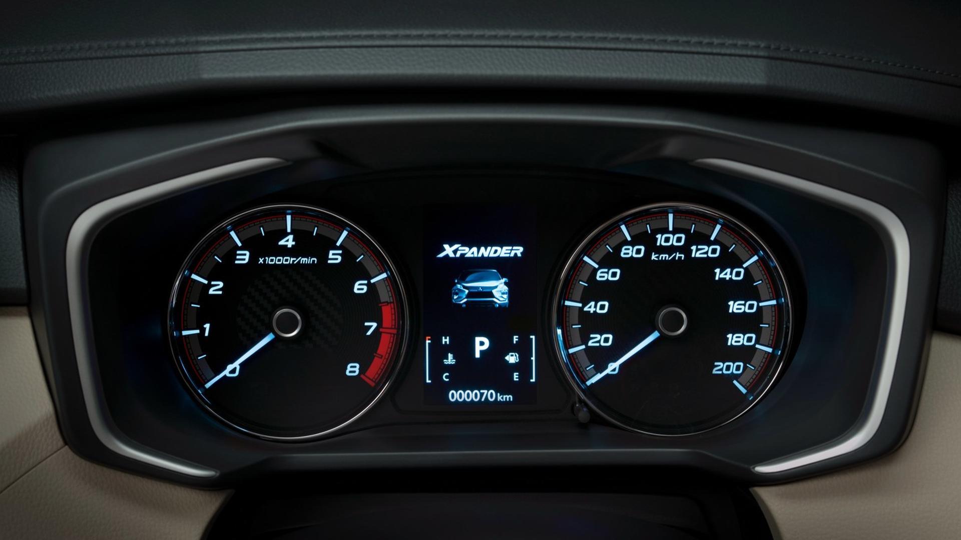 Mitsubishi-Xpander-interior_3