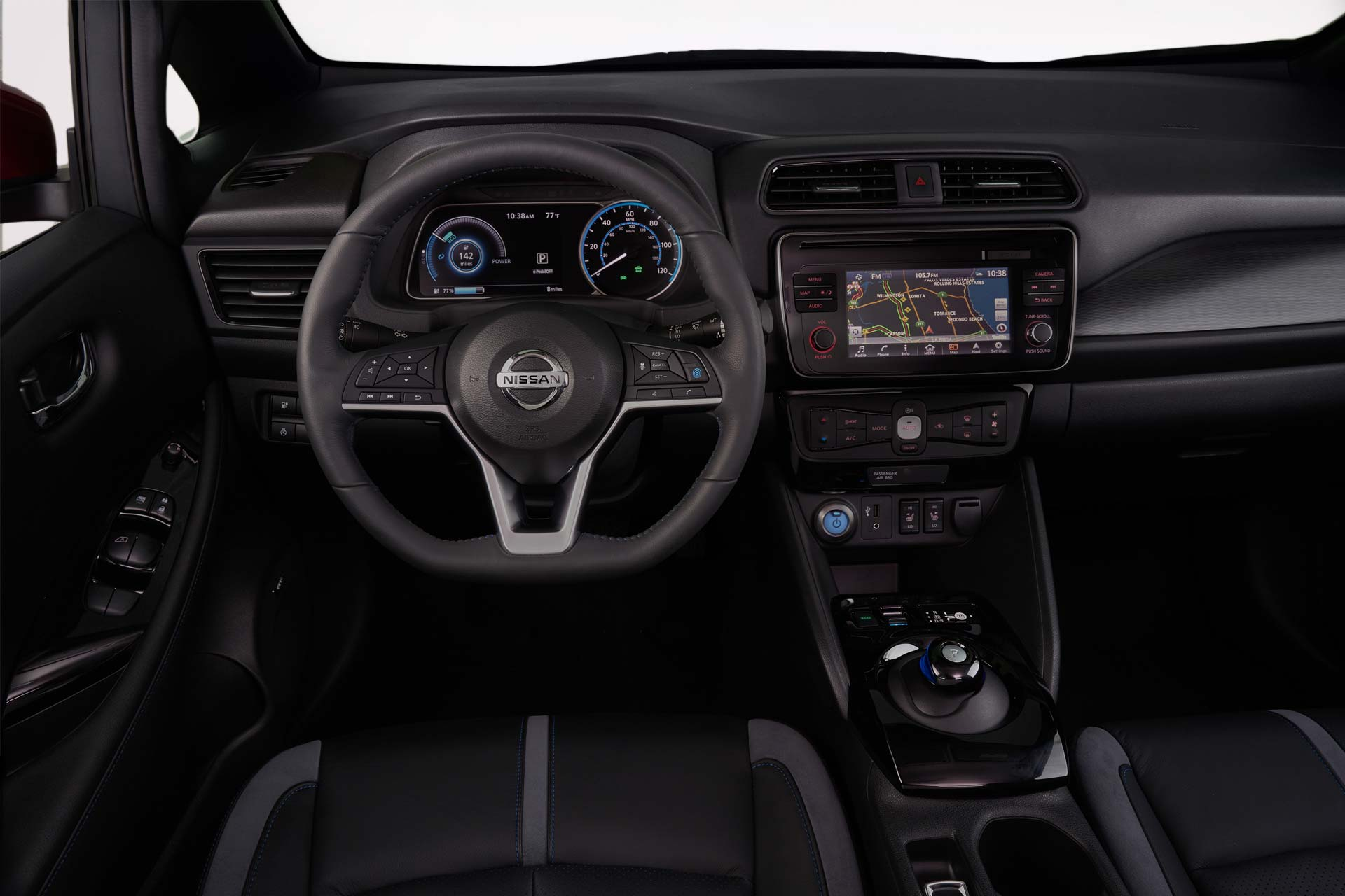 2018-Nissan-LEAF-interior