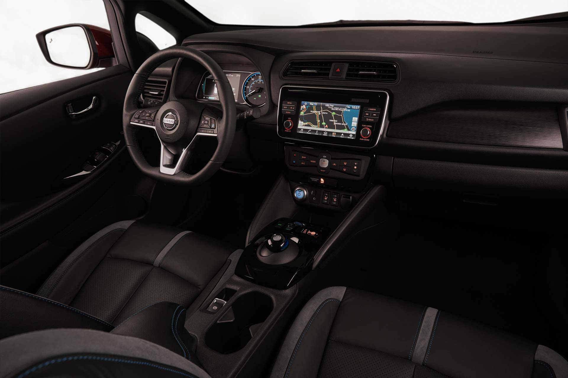 2018-Nissan-LEAF-interior_2