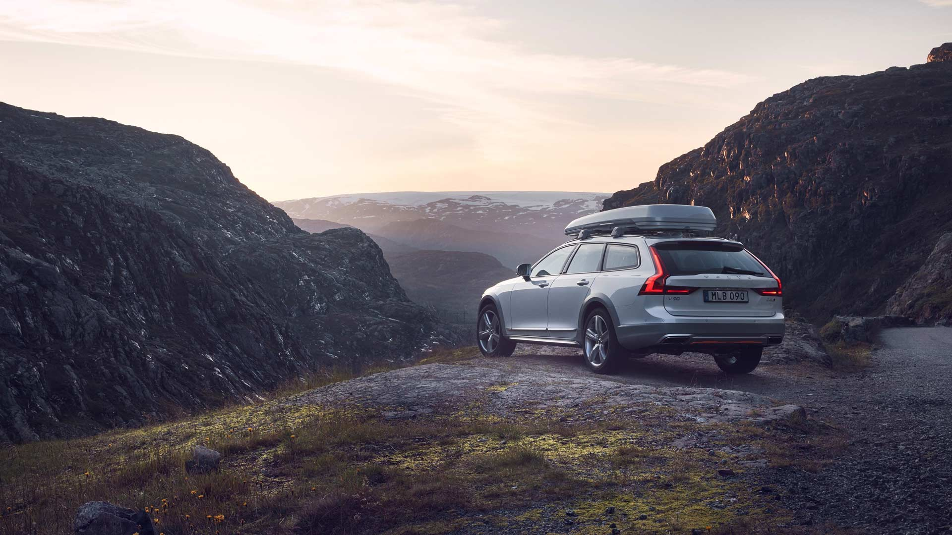 2017-18-Volvo-Ocean-Race-V90-Cross-Country_3