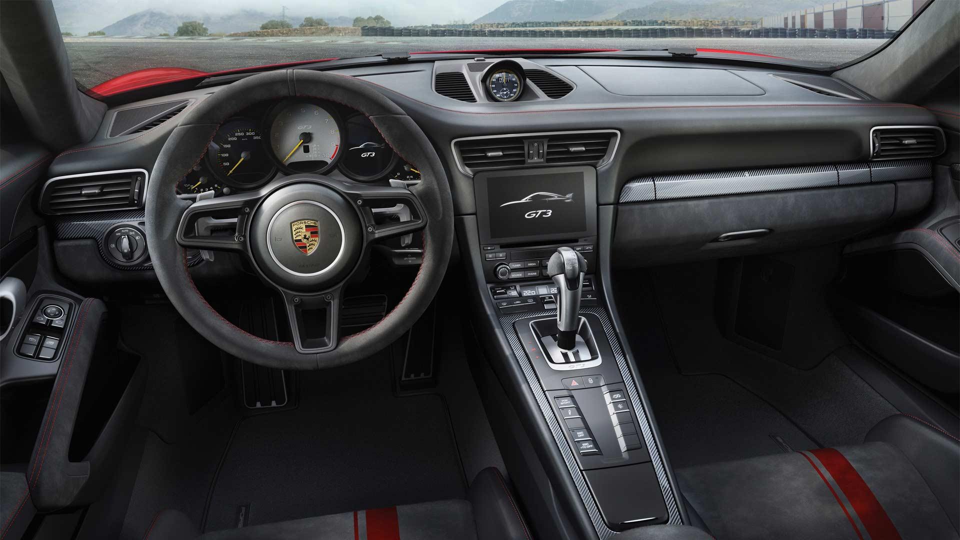 2017-Porsche-911-GT3-interior