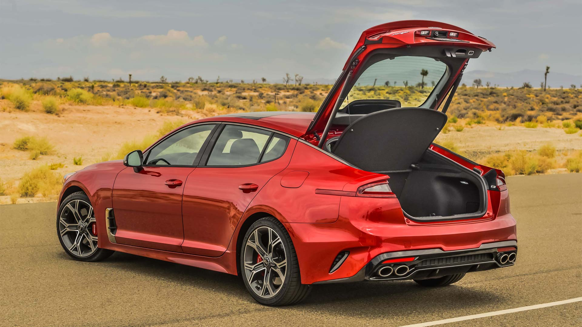 2018 kia stinger gt takes the brand to a whole new level autodevot. Black Bedroom Furniture Sets. Home Design Ideas