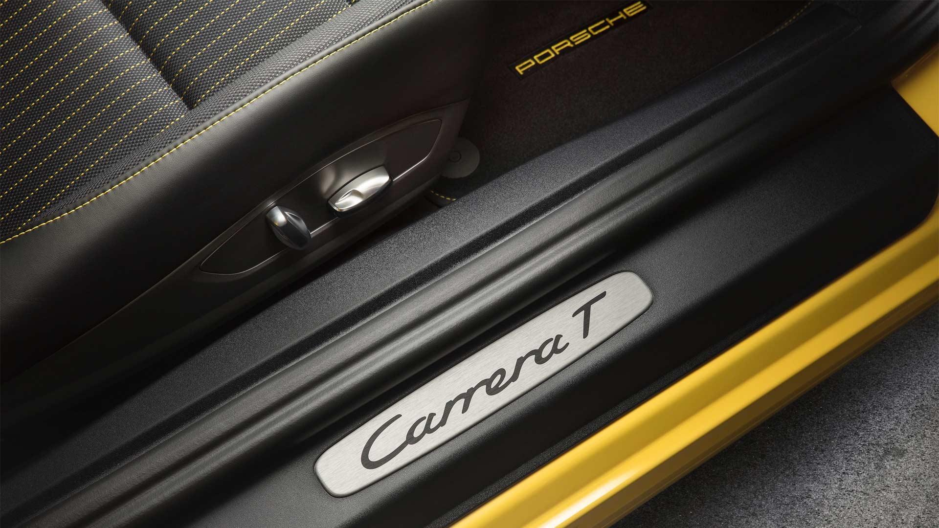 2018-Porsche-Carrera-T-Interior_4