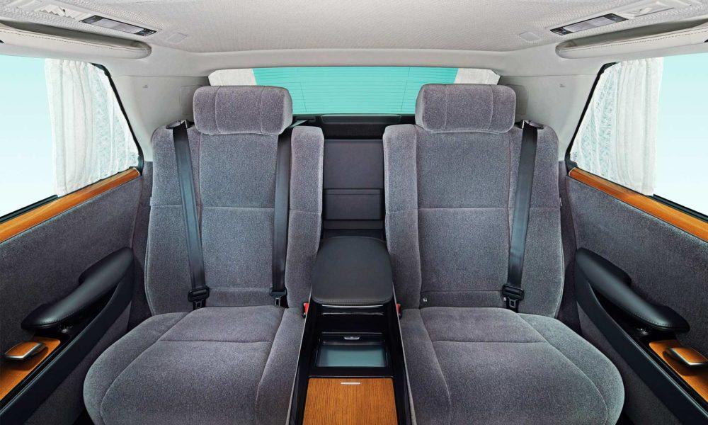 2018-Toyota-Century-interior_3