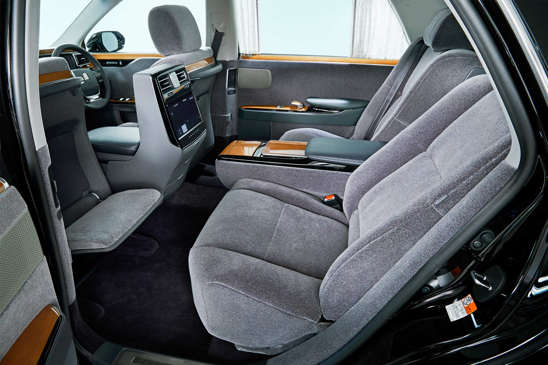 2018-Toyota-Century-interior_5