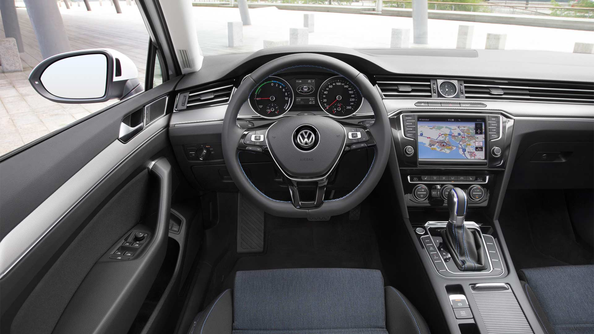 8th-generation-Volkswagen-Passat-interior