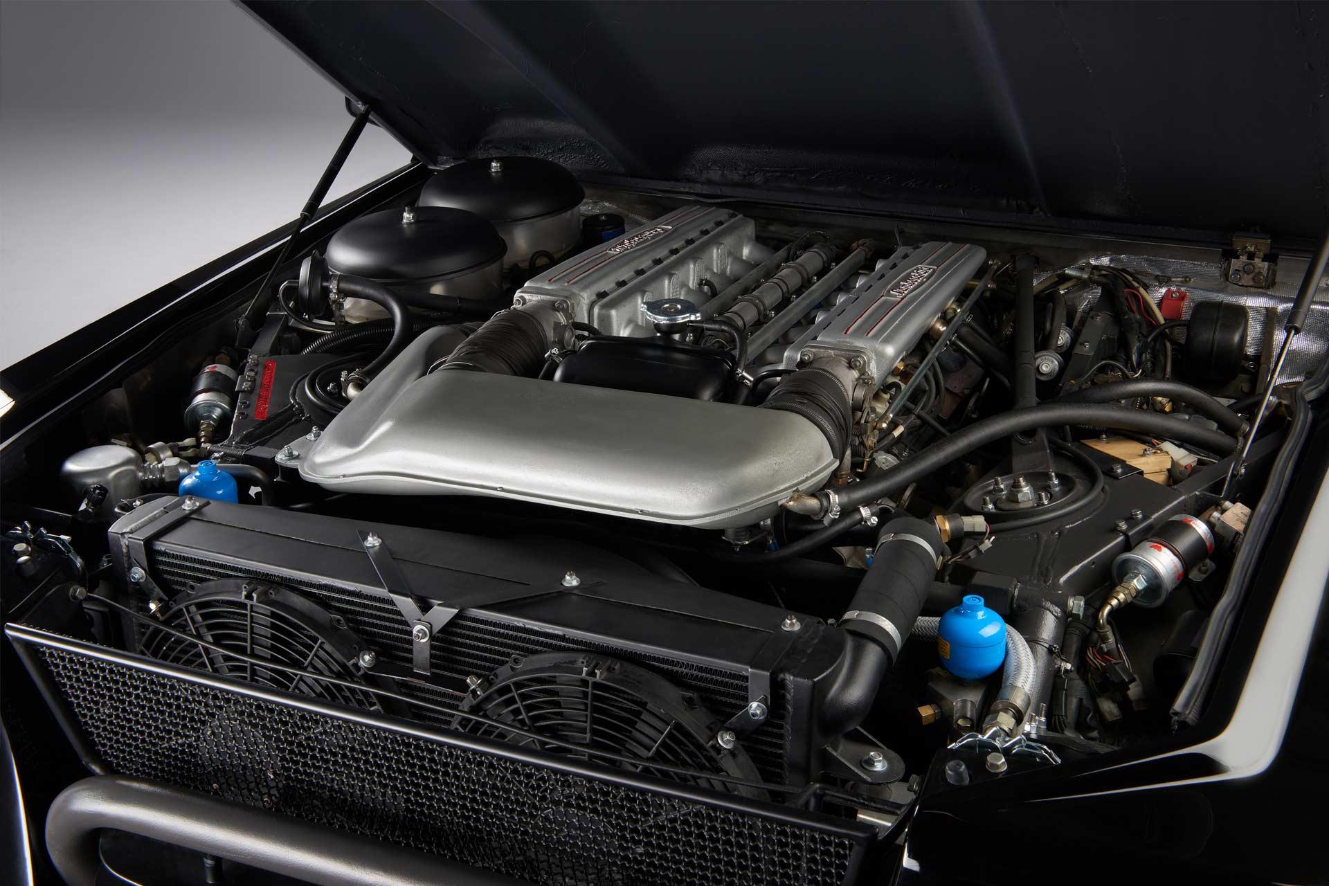 Lamborghini-first-SUV-LM002-engine