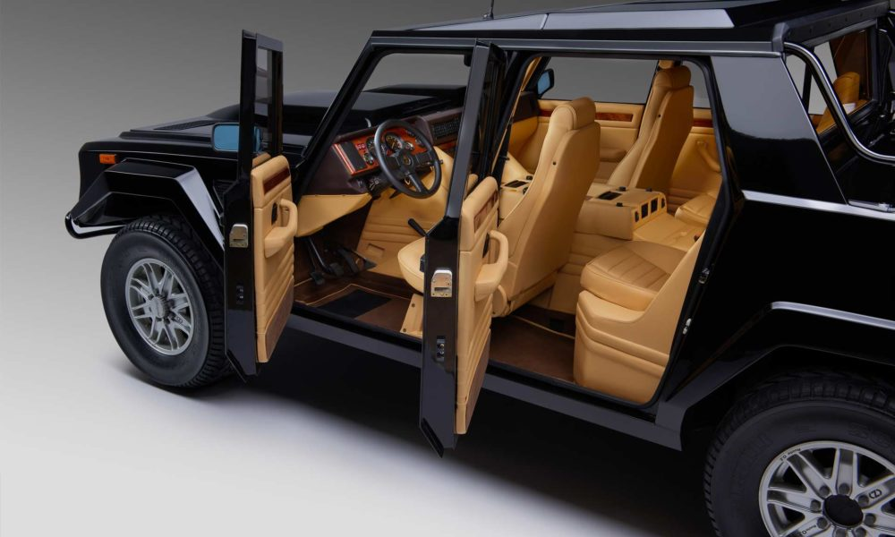 a look back at lamborghini 39 s first suv the lm002 autodevot. Black Bedroom Furniture Sets. Home Design Ideas