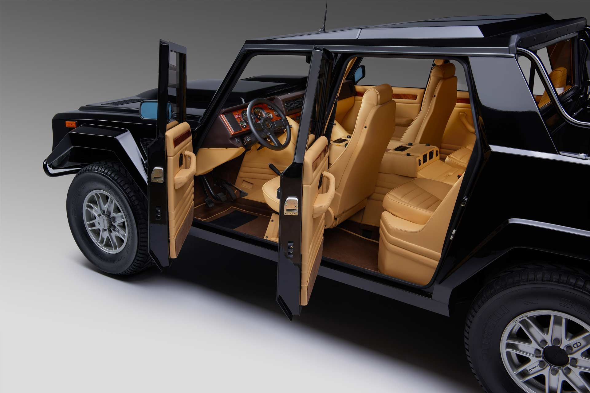 Lamborghini-first-SUV-LM002-interior_2