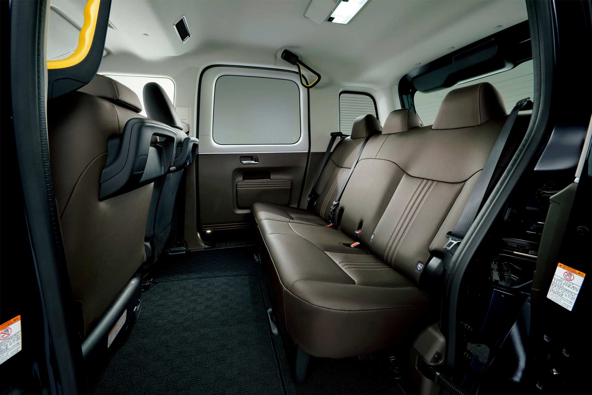 Toyota-JPN-Taxi-interior_2