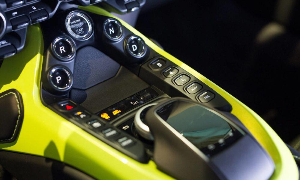 2018-Aston-Martin-Vantage-interior_4