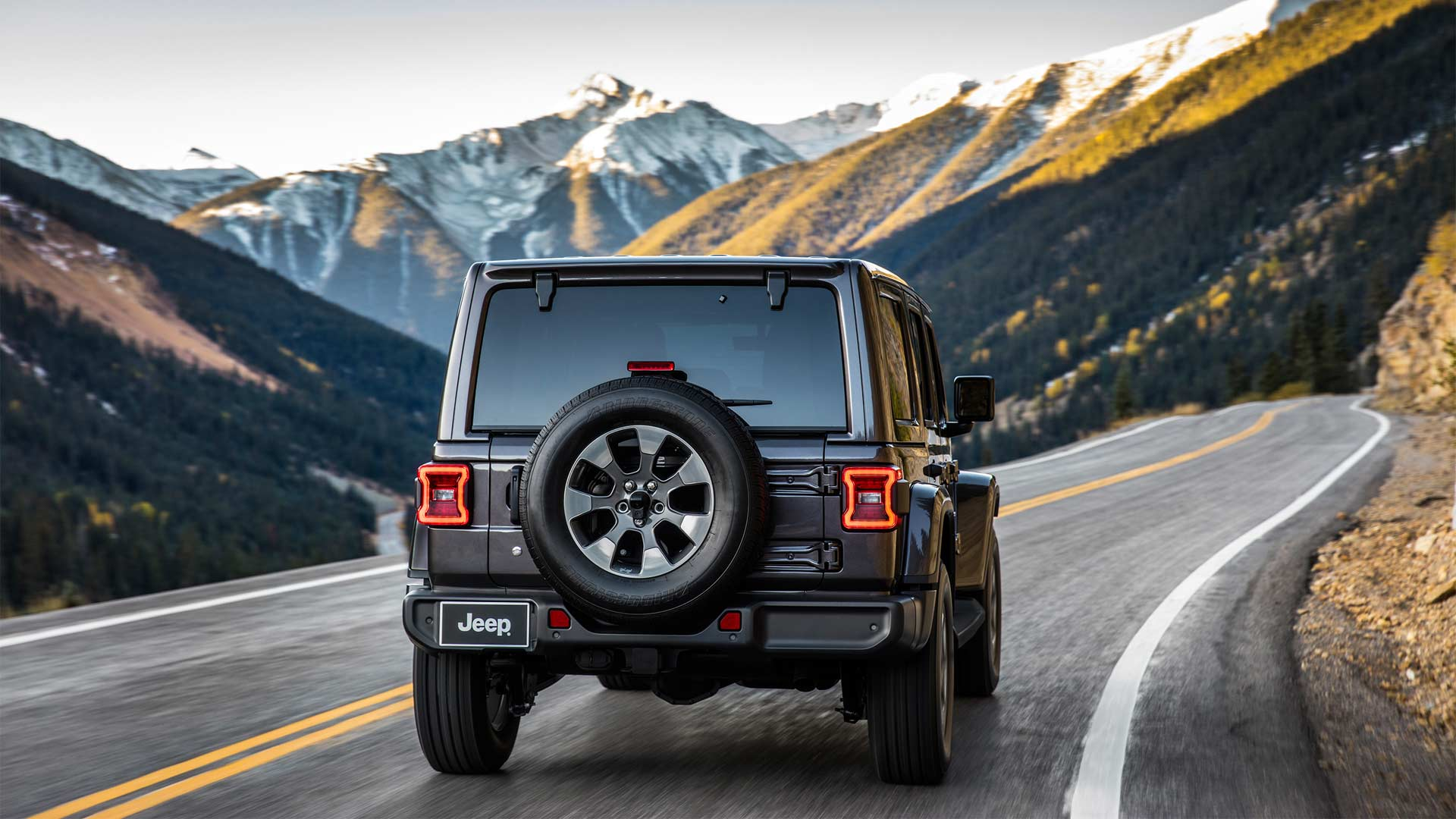 2018-Jeep-Wrangler-Sahara_4