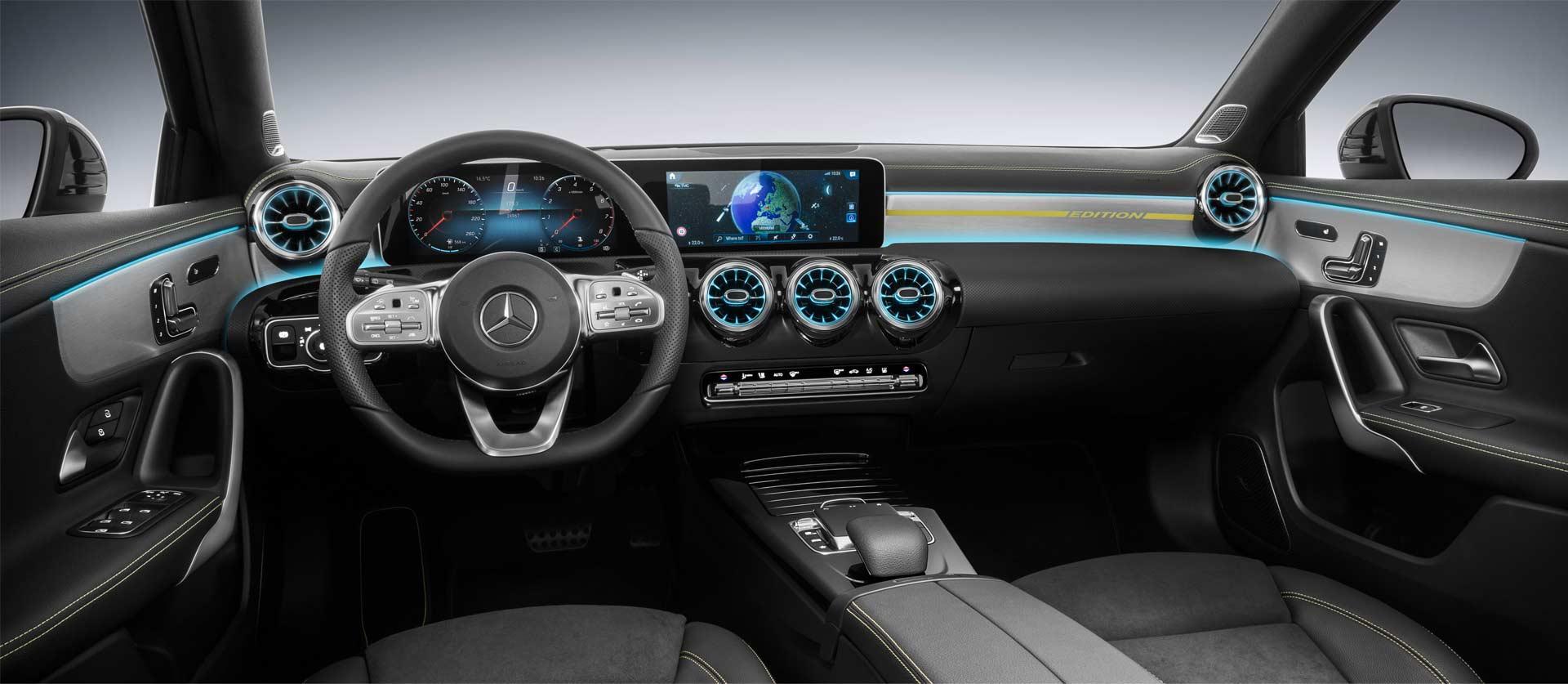 2018-Mercedes-Benz-A-Class-interior_2