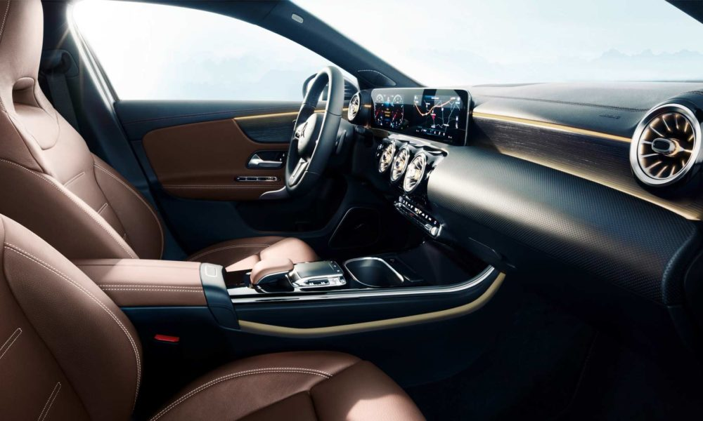 2018-Mercedes-Benz-A-Class-interior_4