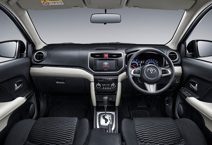 2018-Toyota-Rush-interiors