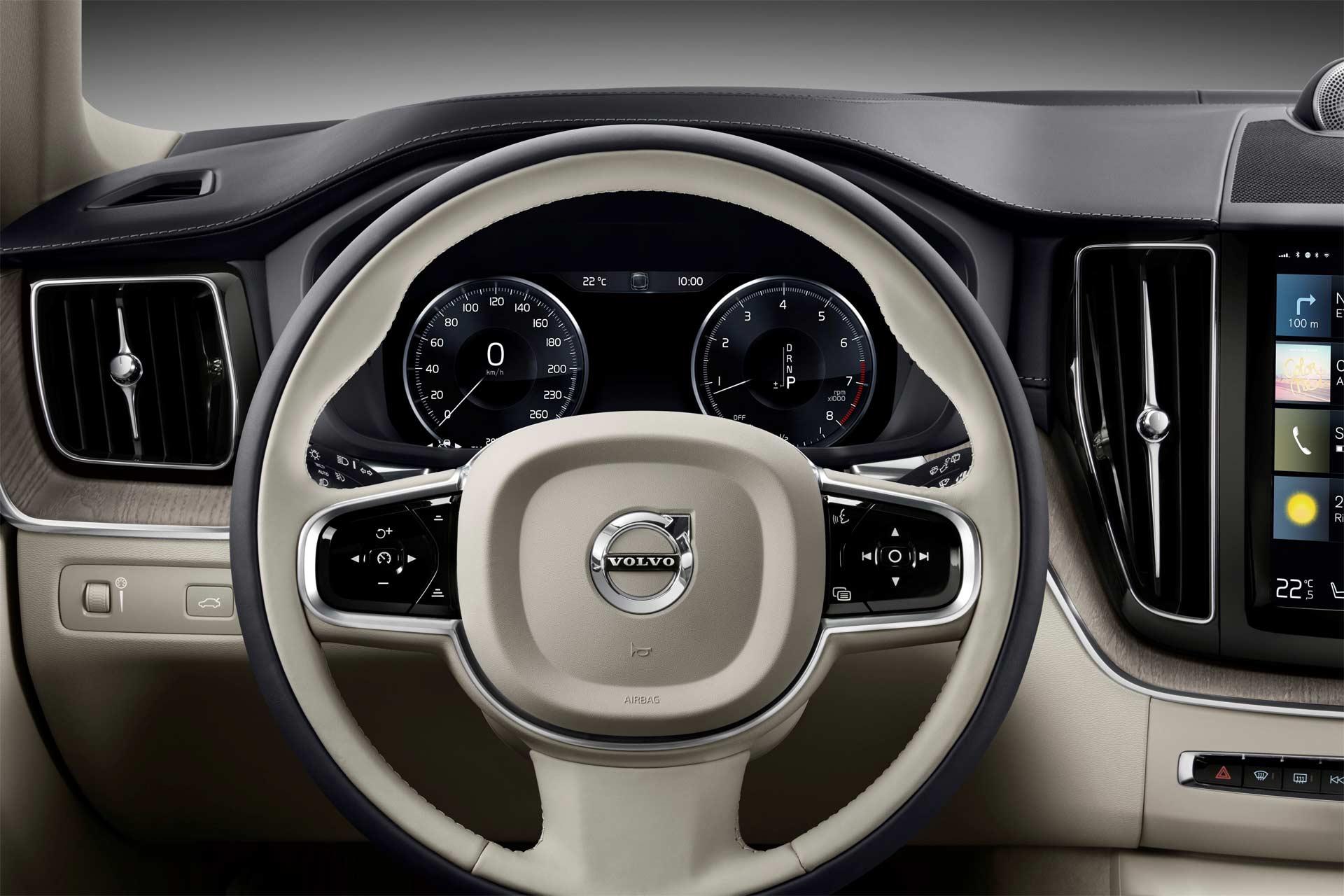 2017-Volvo-XC60-interior_2