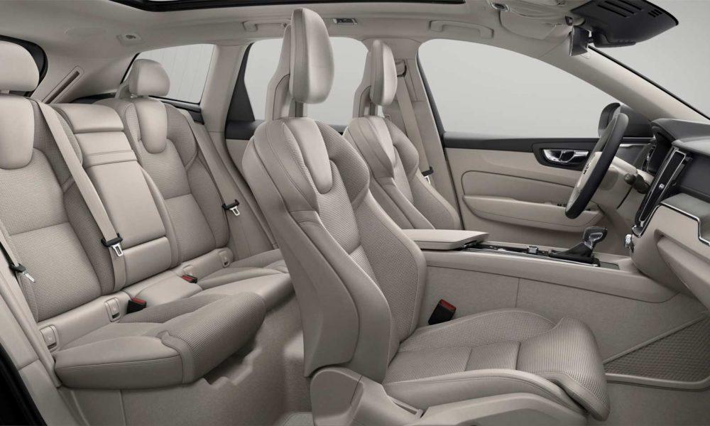 2017-Volvo-XC60-interior_4