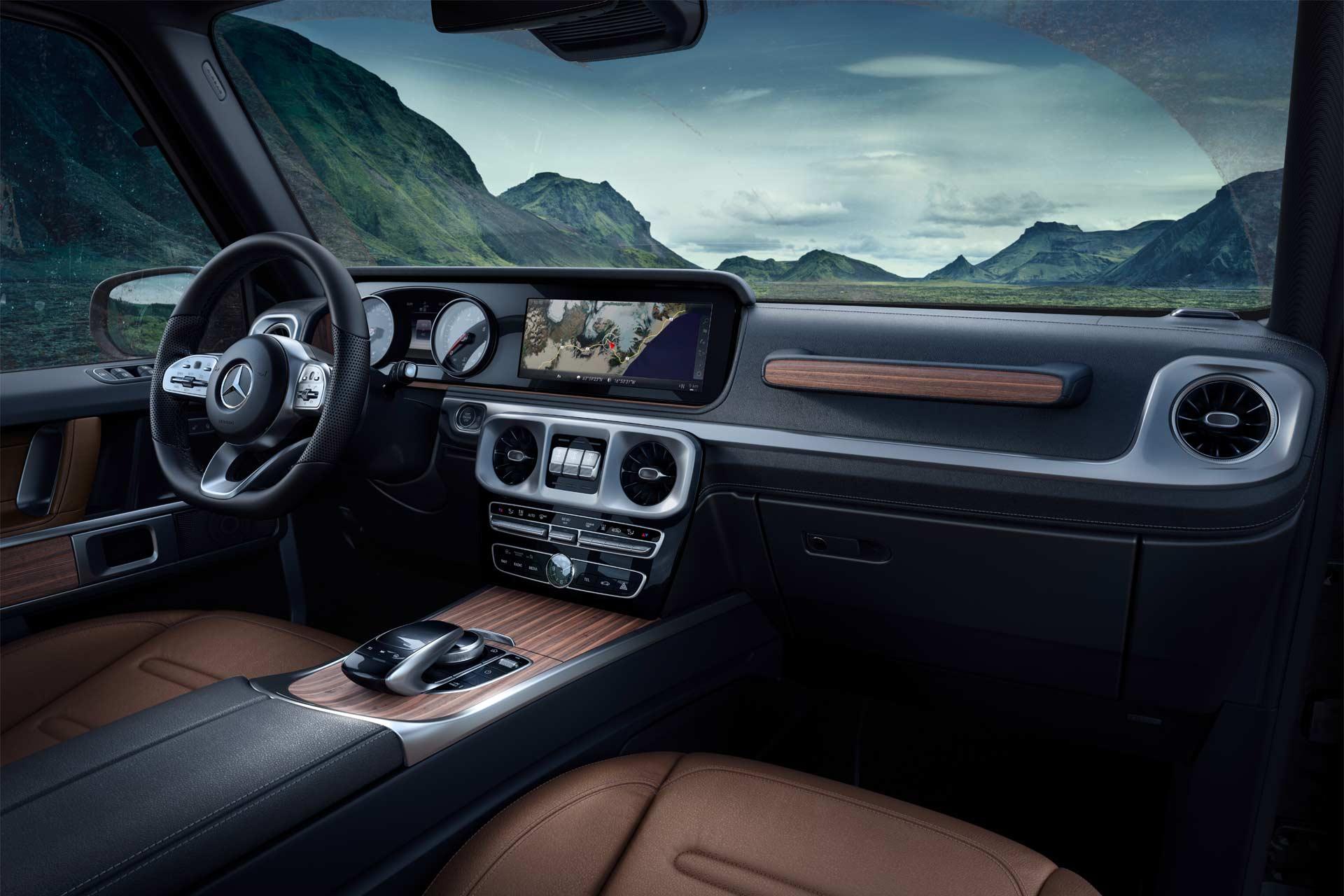 2018-Mercedes-Benz-G-Class-interior_5
